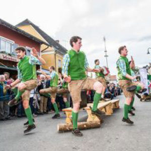 gamlitzer-weinlesefest-schuhplattler