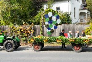 Der Umzugswagen vom Weinlandhof beim Gamlitzer Weinlesefest