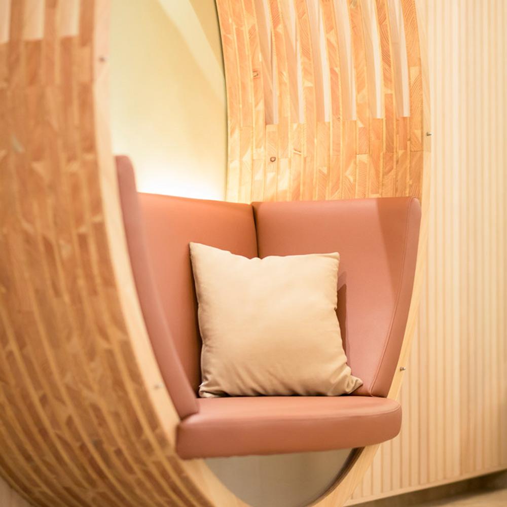 weinlandhof-relaxbereich-liege